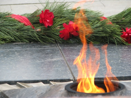Holidays___May_9_Wreath_and_eternal_flame_in_Victory_Day_May_9_078744_.jpg