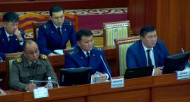 Откурбек Джамшитов в парламенте.png