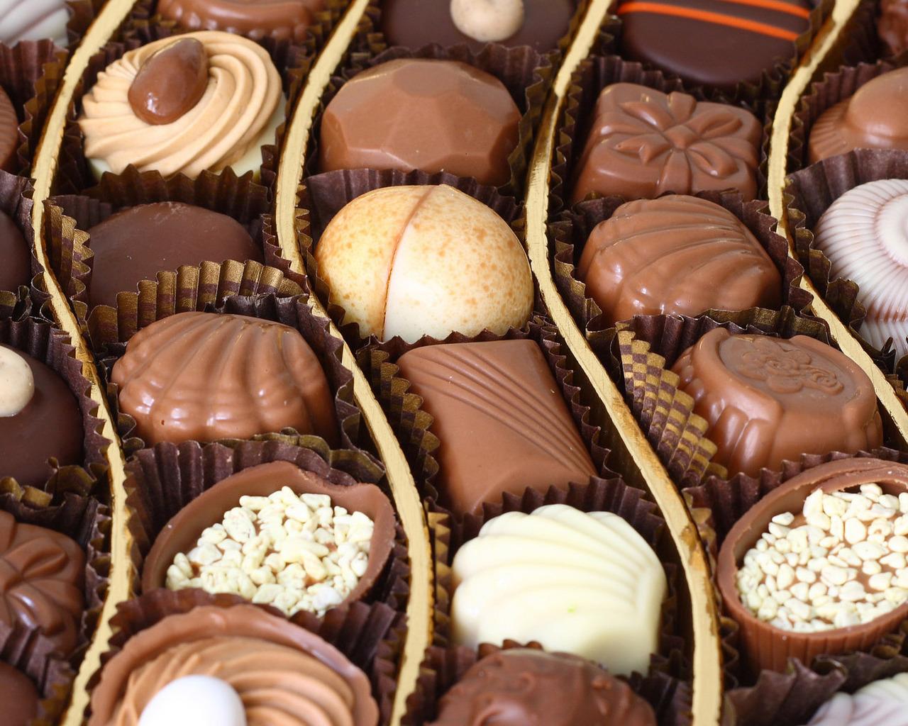 oboi-na-stol.com-146578-makro-konfety-sladosti-kalorii.jpg