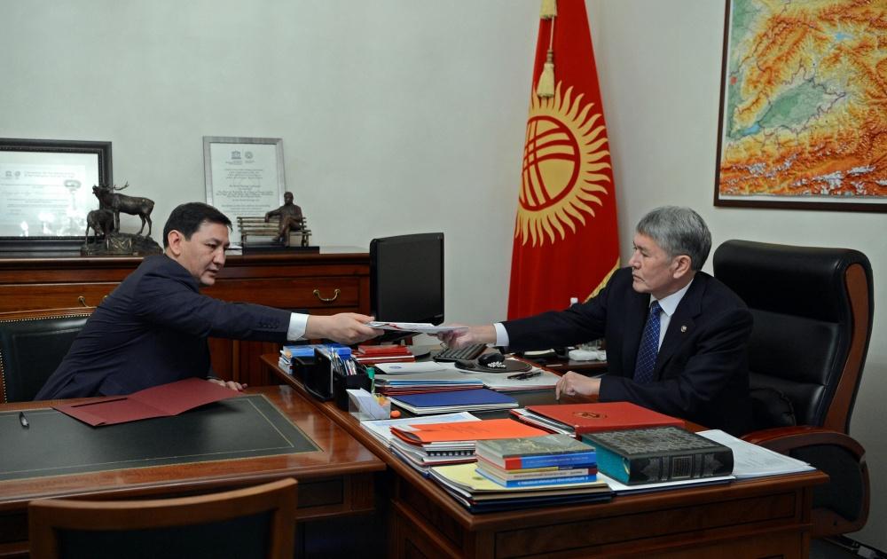Сегизбаев Атамбаев белизгейт.jpg