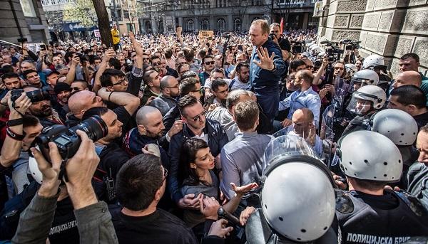 сербия акции протеста.jpg