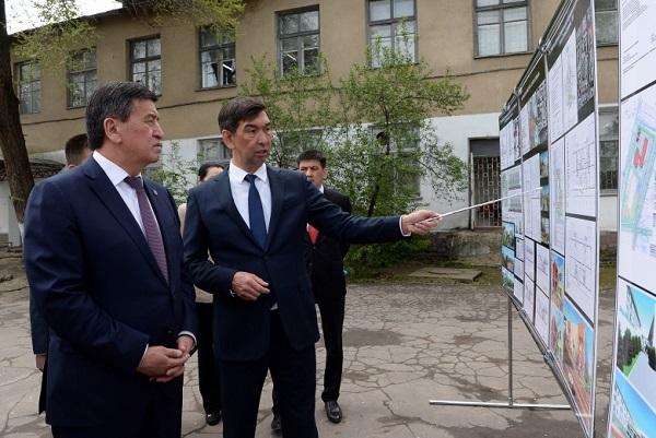 президент азис суракматов.jpg