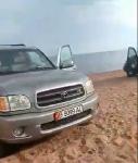 машины на берегу.png