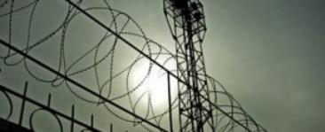 тюрьма колючая проволка.jpg