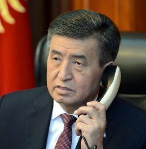 президент телефон.jpg