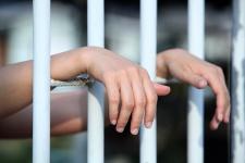 женщина в тюрьме.jpg