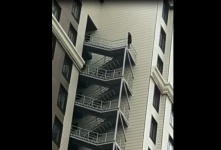 прыгнула с 11 этажа.jpg