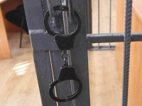 наручники на двери.jpg